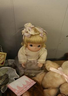 "Porcelain dolls incl one ""Annabelle"" from the Georgetown Collection by Linda Mason, also incl some dolls marked ""The Collectors Choice"", ""Albachiara"", ""Ashley Belle"", Heritage Mint"", ""CATW 1995 Collector Doll"" No. 24100, some with no visible markings"