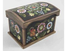 Box with Os Rosemaling by Trudy Peach