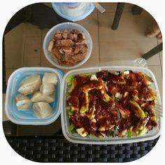Batata, carne, ensalada y vinagreta de fresas y balsamico / Sweet potato, meat, salad and strawberry balsamic vinaigrette