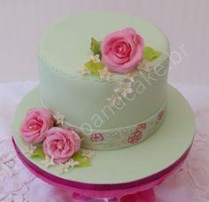 Raimbow Rose Cake... biscuit vanille...crème au beurre vanille...