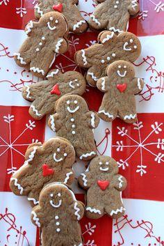 gingerbread men sandwich cookies Christmas Goodies, Christmas Treats, Christmas Baking, Christmas Holidays, Christmas Recipes, Italian Christmas, Christmas Cakes, Holiday Foods, Winter Holiday