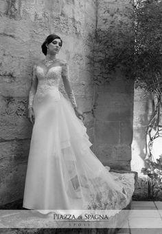 #NadiaOrlando cavalca l'onda del meraviglioso effetto tatuaggio in emozionanti abiti da #sposa. Scopri la collezione 2017 su http://www.piazzadispagnasposi.it/collezioni/sposa/nadia-orlando-2017/