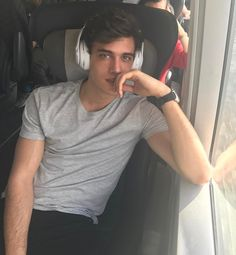 If a guy looked at me like this Beautiful Boys, Pretty Boys, Beautiful People, Nice Boys, Xavier Serrano, Cute White Boys, Cute Teenage Boys, Teen Boys, Hommes Sexy