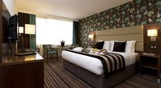 Leopold Hotel Antwerp Antwerpen This 4-star hotel is a 5-minute walk from the diamond quarter and the Keyserlei and Meir shopping districts. Leopold Hotel is less than a 15-minute walk from the Antwerp Zoo and Antwerp Central Station.