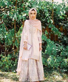 Stylish Hijab with Saree, Try This Beautiful References - Nona Gaya Islamic Fashion, Muslim Fashion, Indian Fashion, Niqab, Stylish Hijab, Modesty Fashion, Fashion Outfits, Hijab Fashion Inspiration, Indian Designer Outfits