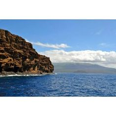 A picture on my journey to the Molokini Crater!! If youre in Maui, Hawaii and you love to snorkel or dive I recommend checking out the Molokini Crater!! The crater is what's left from an eruption took place 230,000 years ago and is now a top place in Hawaii for marine life!  #molokini #hawaii #maui #hawaiitourism #thechicatravelista #travelista #travel #travels #snorkeling