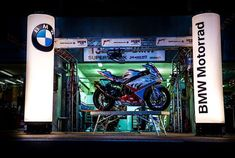 aufblasbare Lichtsäule / Luftsäule BMW und BMW Motorrad ... aufblasbare Werbung nach Kundenwunsch produziert von noproblaim.de ... keywords Luftsäule, Werbesäule, Lichtsäule, Blow Ups, air promotion Säule Bmw Motorrad, Advertising, Light Fixtures