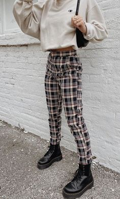 Grey Bandit on Plaid to the bone loving how our girl nataliezacek styled our newest Hard to Forget Plaid Pants. A necessity this season! Cute Casual Outfits, Edgy Outfits, Mode Outfits, Retro Outfits, Grunge Outfits, Vintage Outfits, Plaid Fall Outfits, Casual Chic, Teen Fashion Outfits