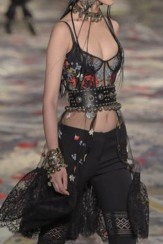 Alexander McQueen | Paris Fashion Week | Spring 2017