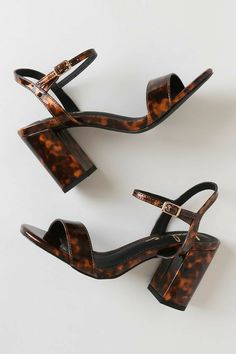 Dress them up or down, the Lulus Arya Tortoise Patent High Heel Sandals can do it all! Shiny patent vegan leather shapes a peep-toe upper and quarter strap. Dr Shoes, Crazy Shoes, Cute Shoes, Me Too Shoes, Shoes Heels, Shoes Men, Heeled Sandals, Woman Shoes, Strappy Sandals