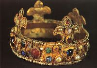 Ottonian crown on display at Essen's cathedral treasury, ca. Long believed to be the infant crown of king of Romans Otto III Byzantine Jewelry, Medieval Jewelry, Ancient Jewelry, Antique Jewelry, Vintage Jewelry, Medieval Hats, Medieval Banquet, Medieval Times, Royal Crowns