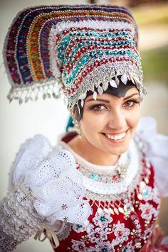 Tekovský kroj, Slovensko Folk Fashion, Ethnic Fashion, Folk Costume, Costumes, Complex Art, Bridal Headdress, Enchanted Doll, Tribal Dress, Folk Dance