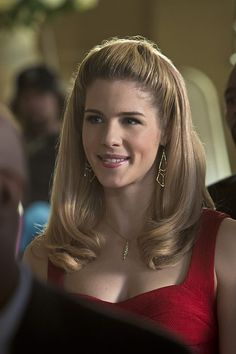 #3x17 - Suicidal Tendecies - Promotional Photos ||| She is gorgeous!!!! <3 <3 <3 <3 <3 #EmilyBettRickards #Arrow #FelicitySmoak #Olicity this one is my favourite pic of her! <3