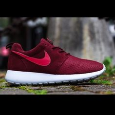 Nike Roshe Run Winter (red) Just freshly cleaned buyer fell through for the  first sale so I'm reposting. These are rare and not sold anymore.