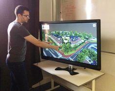 Marc Poisson, associé de Visimmo 3D, en pleine présentation d'une maquette virtuelle 3D interactive.