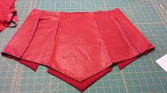 Skirt, completed. Velcro closure on the hip to keep the panels aligned.