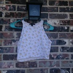 Daisy crop top Lightly worn ! Forever 21 Tops Crop Tops
