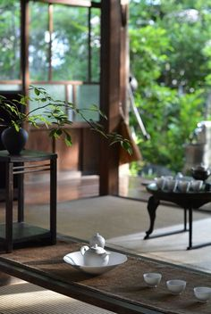 cozy-interior-design-with-japanese-style – HomeMydesign The Effective Pictures We Offer You About asian interior cafe A quality picture can tell you many things. You can find the most beautiful pictur Chinese Tea Room, Pretty Things, Japanese Style House, Asian Tea, Zen Style, Japanese Interior Design, Tea Culture, Tea Art, Traditional Interior