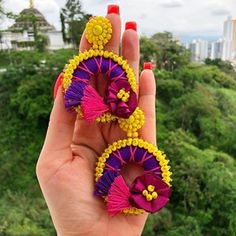 Hermosos aretes para darle color a tus días disponible #enfemeninoaccesoriospty #tulopidesnosotroslocreamos #mujeres #moda #colores Diy Tassel Earrings, Earrings Handmade, Handmade Jewelry, Silk Thread Necklace, Hand Chain, Imitation Jewelry, Embroidery Jewelry, Beaded Jewelry, Diy And Crafts