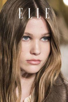 Diese Frisuren-Trends nehmen langen Haaren im Herbst 2021 jegliche Langeweile und zeigen, wie cool sie mit einigen Handgriffen aussehen können! #beauty #haut #hautpflege #skincare Cara Delevingne, Isabel Marant, Lila Shampoo, Beauty Trends, Neue Trends, Perfect Blonde, Going Blonde, Hair Removal, New Looks
