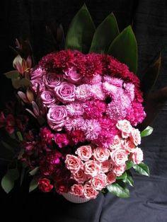 Read: 5 Floral Design Blogs and Websites  Image: www.flymetothemoonflorists.com #floral design