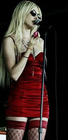 Taylor Momsen ✾ of The Pretty Reckless                                                                                                                                                                                 Más