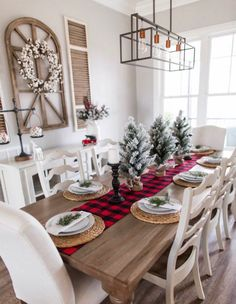 41 Ideas For Farmhouse Christmas Tablescapes Table Decorations Christmas Table Centerpieces, Christmas Table Settings, Christmas Tablescapes, Kitchen Centerpiece, Simple Centerpieces, Farmhouse Christmas Decor, Rustic Christmas, Christmas Decor In Kitchen, Apartment Christmas Decorations