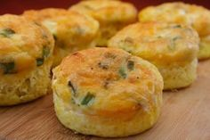 """egg muffins. zero carbs. Pinner says: """"i have these for breakfast every morning. so easy and yummy!"""" Think Food, I Love Food, Good Food, Yummy Food, Tasty, Breakfast Desayunos, Breakfast Dishes, Breakfast Recipes, Protein Breakfast"""