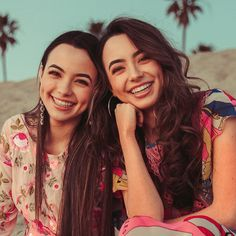 Madison and Morgan Delgado (Children of Jay and Olivia) (Moonlight) Merrill Twins, Veronica And Vanessa, Veronica Merrell, Vanessa Merrell, Famous Twins, Famous Youtubers, Brooklyn And Bailey, Happy Birthday Girls, Best Friends For Life