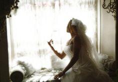 fashion-wedding-bride-window-chair-irvine.jpg (572×400)