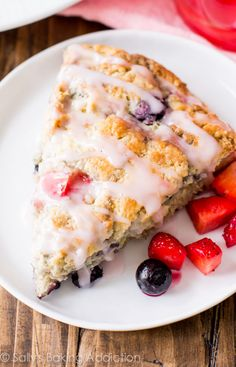 Fruit-Filled Scones: 3 Ways. Tropical Mango Scones, Wild Fruit Punch Scones, and Very Berry Scones. Brunch Recipes, Sweet Recipes, Breakfast Recipes, Köstliche Desserts, Dessert Recipes, Delicious Fruit, Yummy Food, Baking Scones, Biscuits