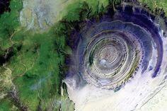 Struktura Richat je známá také jako Oko Sahary, na první pohled je vidět, proč se jí tak říká.