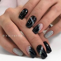 Gorgeous Short Round and Square Gel Nails: Always Leading the Fashion Trend - Fashion is an attitude. Fancy Nails, Pink Nails, Cute Nails, Black Gel Nails, Black Silver Nails, Black Nails With Glitter, Black Nail Art, Beautiful Nail Art, Gorgeous Nails