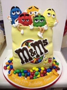M & M candy cake!! Buenísima! Más info www.kommaeventos.com.uy