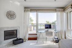 Light working space with beautiful view / Valoisa työtila, josta aukenee kaunis näköala.