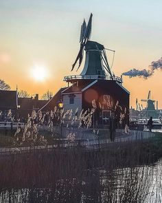 The mustard windmill - Zaanse Schans if you come to The Netherlands and you never been to this place is very interesting I recommend! . .  @beautifuldestinations @wonderful_places @earthpix @destination.earth @earthofficial @awesome_earthpix . . . . . . . . #zaanseschans #tasteintravel #zaanseschanswindmill #agameoftones #forbestravelguide#takemethere #bestdiscovery#theprettycities #mytinyatlas #cntraveler#beautifuldestinations #seemycity#passionpassport #urbanandstreet#streetmagazine…