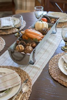 This farmhouse style chicken feeder centerpiece is so simple and stylish. Could easily change it out for each season. Chicken Feeder Decor, Chicken Feeders, Thanksgiving Table Centerpieces, Metal Chicken, Scandinavian Interior Design, Fall Diy, Fall Home Decor, Farmhouse Style, Vintage Farmhouse