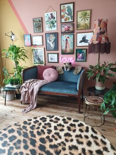 Living Room Decor Eclectic, Bohemian Living Rooms, Cozy Living Rooms, Living Spaces, Sala Vintage, Deco Cool, Salons Cosy, Home Decor Inspiration, Interior Design