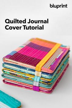 Quilted Journal Cover Tutorial: Practice your free-motion quilting while you watch our class on how to do and create this gorgeous journal cover! Sewing Projects For Beginners, Sewing Tutorials, Sewing Tips, Sewing Hacks, Modern Quilt Patterns, Sewing Patterns, Small Quilted Gifts, Fabric Book Covers, Fabric Journals