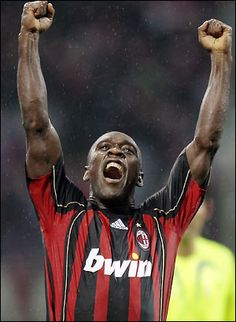 Seedorf Football Fever, Look At The Moon, Ac Milan, Best Player, Football Players, Kids Playing, Superstar, Athlete, Health Fitness