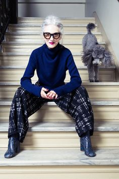 Midnight Blue Merino, Cropped Mock Neck, Sketch Plaid Knit and Jacquard Culottes Older Women Fashion, Fashion Over 50, Womens Fashion, Style Fashion, Fashion Trends, Mode Ab 50, Cooler Stil, Advanced Style, Ageless Beauty