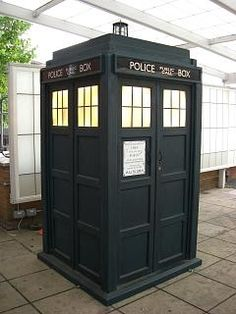 How to build a Tardis (I need one of these- how awesome would it be to get married in front of the Tardis??)