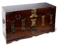 korean furniture | Oriental furniture - korean furniture H-8A BLANKET CHEST (KOREAANTIQUE ... Old Trunks, Trunks And Chests, Oriental Furniture, Antique Furniture, Asian Furniture, Eclectic Frames, Steampunk Kitchen, Antique Coffee Tables, Asian Interior