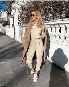 58 Ideas for womens fashion casual chic inspiration sneakers Mode Outfits, Fashion Outfits, Fashion Trends, Womens Fashion, Fashion 2017, Fashion Online, Fashion Tips, Classy Outfits, Trendy Outfits