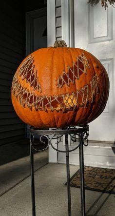 Deco Haloween, Fröhliches Halloween, Halloween Pumpkin Designs, Outdoor Halloween, Halloween Projects, Diy Halloween Decorations, Holidays Halloween, Halloween Decorating Ideas, Scary Halloween Pumpkins