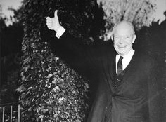 Eisenhower en Uruguay  Visita del presidente Dwight D. Eisenhower, 2-3 de marzo de 1960. Fotografiado aquí en la residencia oficial del Embajador de los EE.UU. en Montevideo.  President Dwight D. Eisenhower's goodwill visit to Uruguay, March 2-3, 1960. Pictured above at the official U.S. Ambassador's residence in Montevideo.