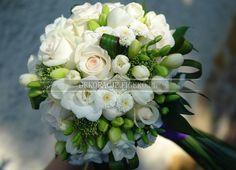 Znalezione obrazy dla zapytania białe wiązanki ślubne Gladiolus, Floral Design, Floral Wreath, Bridesmaid, Wreaths, Table Decorations, Flowers, Bridal Bouquets, Wedding