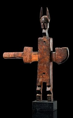 Africa   Doorlock from the Bamana people of Mali   Wood, with brown patina, remains of kaoline and metal sheet
