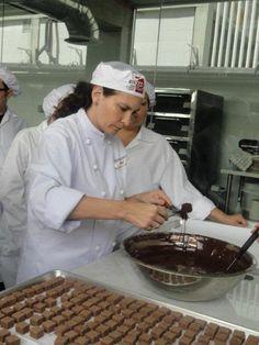 María Fernanda Di Giacobbe (Venezuela), emprendedora, creadora de la marca y chef de Kakao, bombones venezolanos. Fiel promotora de los cacaos venezolanos, considerados por su alto nivel genético como los mejores del mundo.