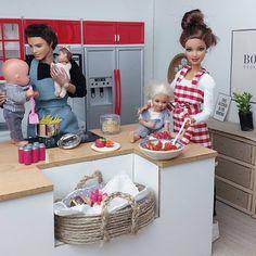 A képen a következők lehetnek: 3 ember Princess Barbie Dolls, Barbie Kids, Bad Barbie, Barbie And Ken, Doll Clothes Barbie, Barbie Doll House, Pictures Of Barbie Dolls, Barbie Happy Family, Doll Videos
